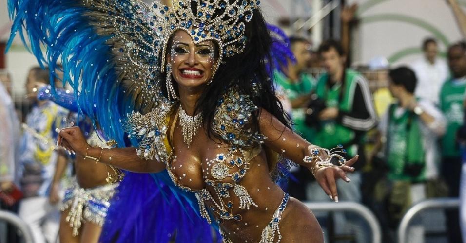 9.fev.2013 - A Águia de Ouro fecha o primeiro dia de desfiles do Grupo Especial de São Paulo com o enredo em homenagem ao cantor e compositor João Nogueira,
