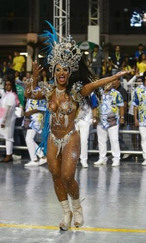 9.fev.2013 - A alegoria Clube do Samba, Boteco do Arlindo, representa o grupo que Nogueira criou no bar do português Arlindo para ajudar a incentivar o crescimento do samba no cenário musical brasileiro