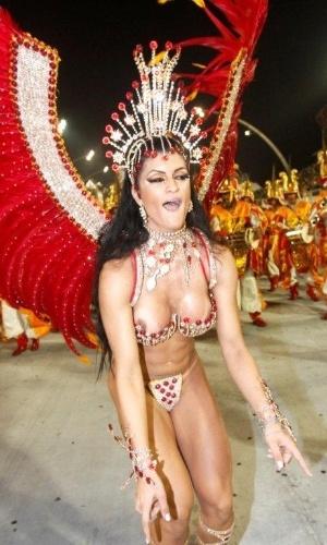 """9.fev.2013 - A X-9 apresenta neste ano o enredo """"Se para ter diversidade basta viver em harmonia, sorria, pois São Paulo hoje é só alegria"""", composto por Rafael Pinah"""
