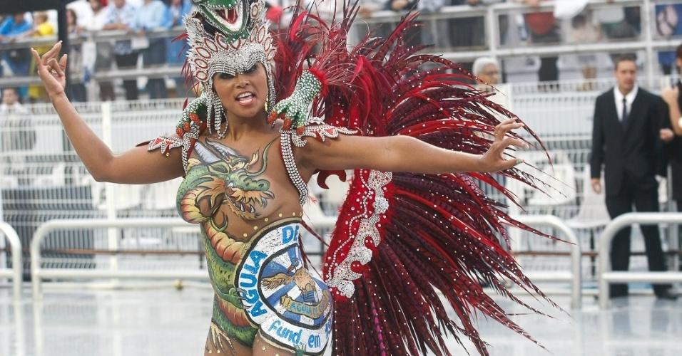 9.fev.2013 - Águia de Ouro fechou o primeiro dia de desfiles de São Paulo com mais de 25 alas e 3.500 integrantes,