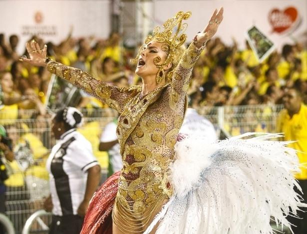 9.fev.2013 - Ana Hickmann, madrinha da Vai-Vai desde 2012, samba com energia e alegria. A Vai-Vai conta a história do vinho e é a quarta a desfilar pelo Sambódromo do Anhembi em São Paulo