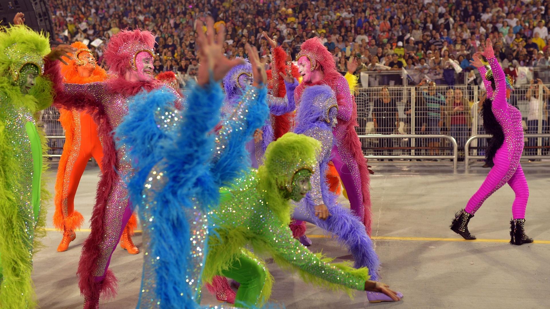 9.fev.2013 - A Comissão de Frente recebeu coreografia de Júlio César Teixeira e contou com capoeiristas e dançarinos de street