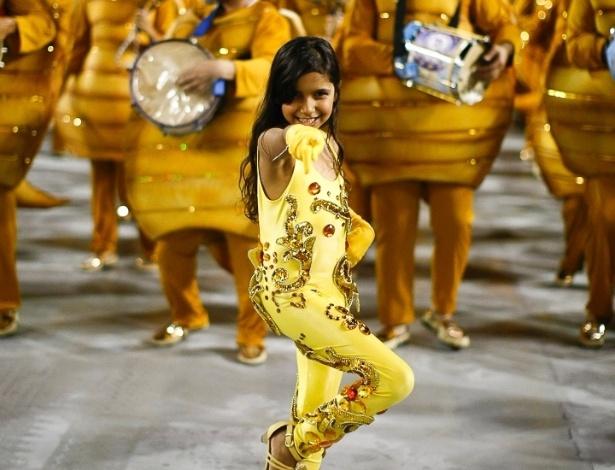 8.fev.2013 - Primeira escola a entrar no Sambódromo do Anhembi nesta sexta-feira (8), a Acadêmicos do Tatuapé, vice-campeã do Acesso em 2012, deu início aos desfiles do Grupo Especial no Carnaval de São Paulo em 2013
