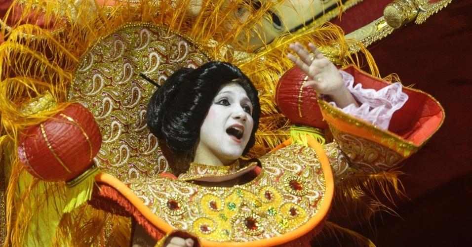 9.fev.2012 - André Cesari, carnavalesco da escola, diz que o desfile é inspirado no filme