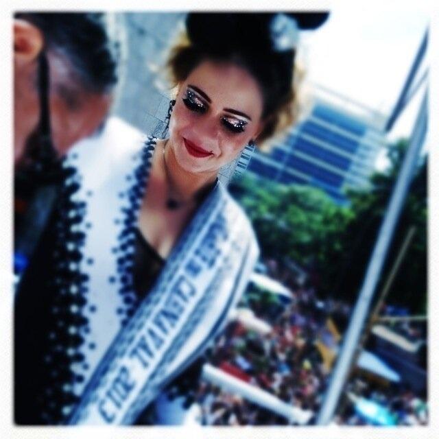 9.fev.2013 - A cantora Maria Rita, madrinha do Bola Preta, publicou em seu Twitter uma foto da atriz Leandra Leal