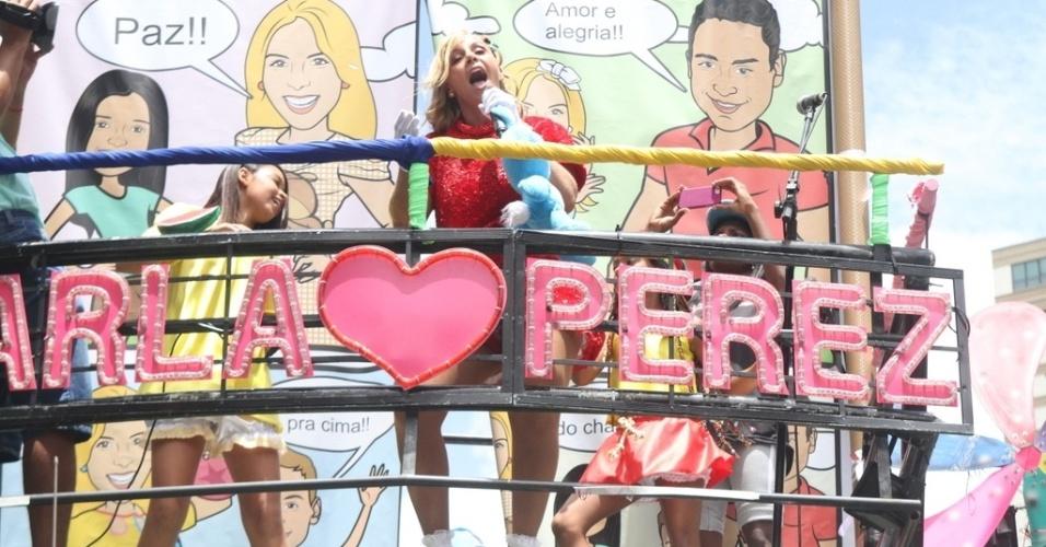 9.fev.2013 - Ao fundo, desenhos da cantora com o marido, Xanddy, vocalista do Harmonia do Samba
