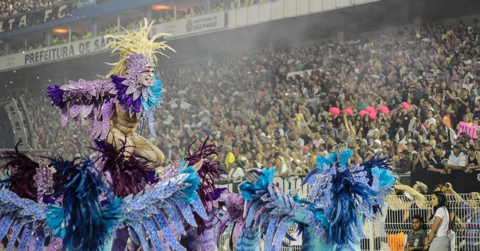 9.fev.2013 - Desfile da escola Nenê de Vila Matilde no Sambódromo do Anhembi, em São Paulo
