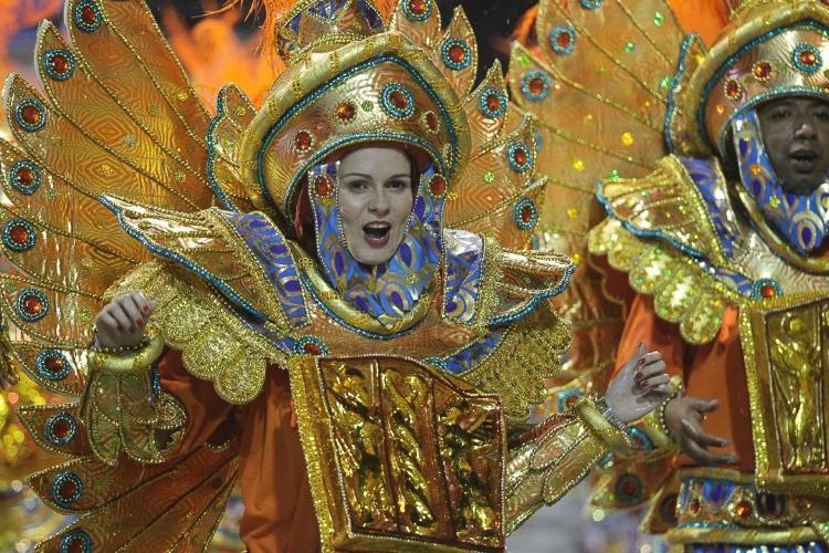 """9.fev.2013 - """"Dragão, Guardião Real, Mostra Seu Poder e Soberania na Corte do Carnaval"""" é o nome do enredo da Dragões da Real, sexta escola de samba do Carnaval de São Paulo"""