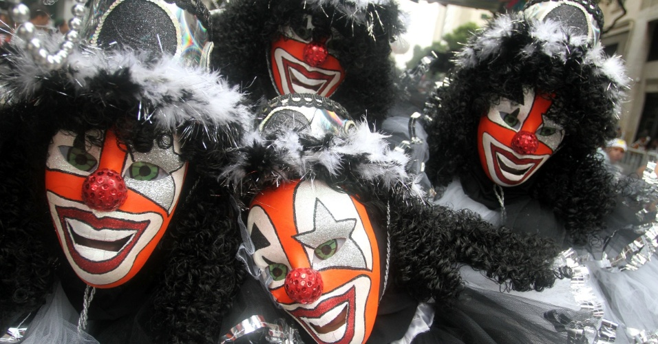 9.fev.2013 - Folião brincam no Cordão da Bola Preta no Rio de Janeiro