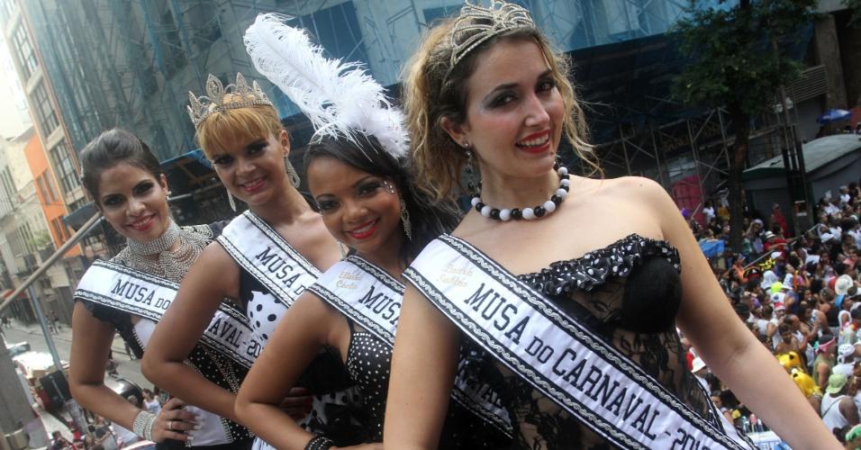 9.fev.2013 - Musas do Cordão da Bola Preta, no Rio de Janeiro
