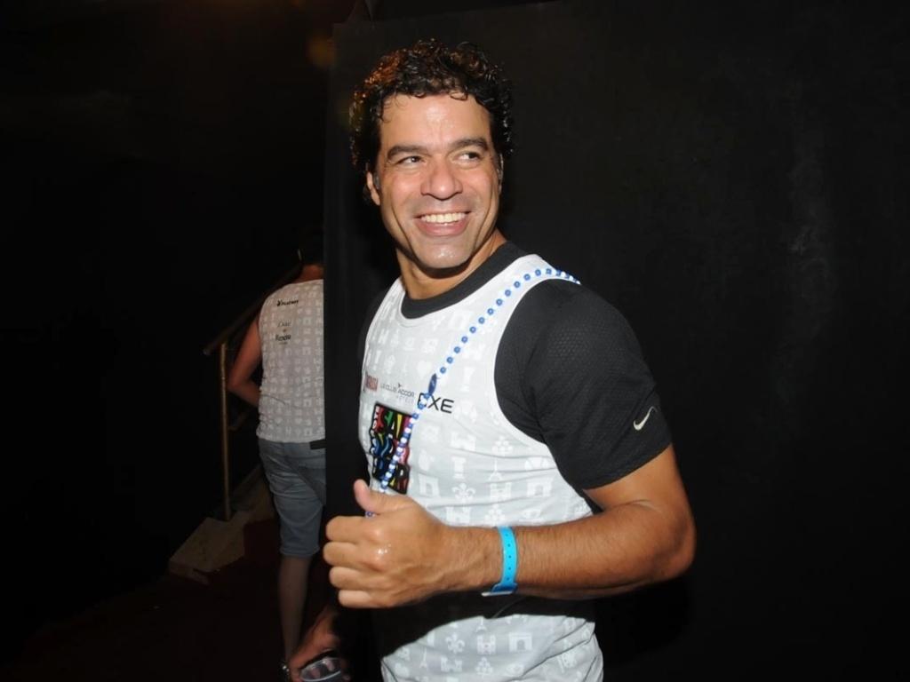 9.fev.2013 - O ex-jogador de futebol, Raí, curte o Carnaval de Salvador em camarote com famosos