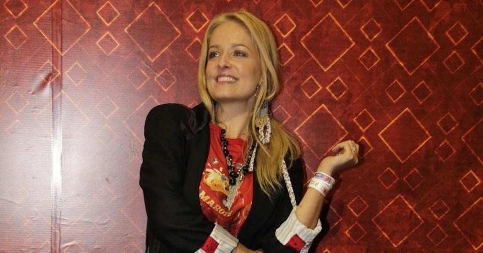 08.fev.2013 - A atriz Luciana Vendramini posa para fotos no Camarote Brahma em São Paulo