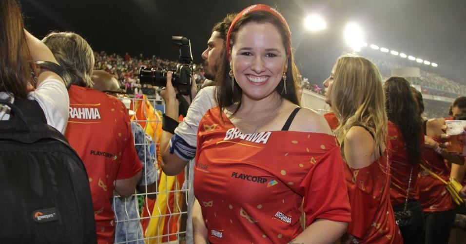 08.fev.2013 - A cantora Mariana Belém assiste ao deslile das escolas de Samba de São Paulo no Camarote Brahma