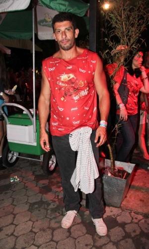 09.fev.2013 - O ator Milhem Cortaz, se prepara para curtir o Carnaval paulista no Camarote Brahma, no Sambódromo do Anhembi em São Paulo