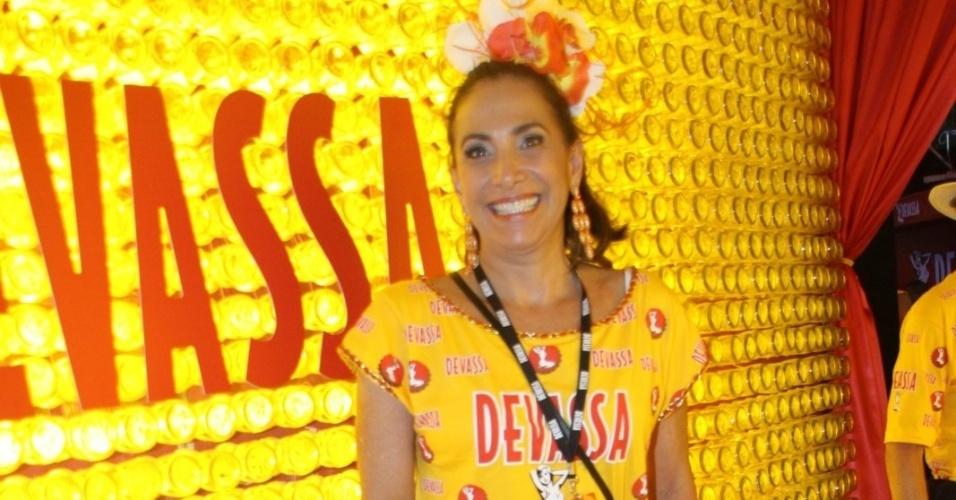 10.fev.2013 - A atriz Totia Meirelles, que atua em Salve Jorge, esteve no Camarote Devassa