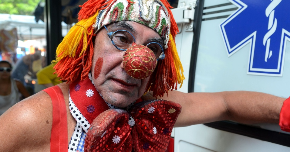 10.fev.2013 - Cariocas saem às ruas para participar do bloco Simpatia É Quase Amor