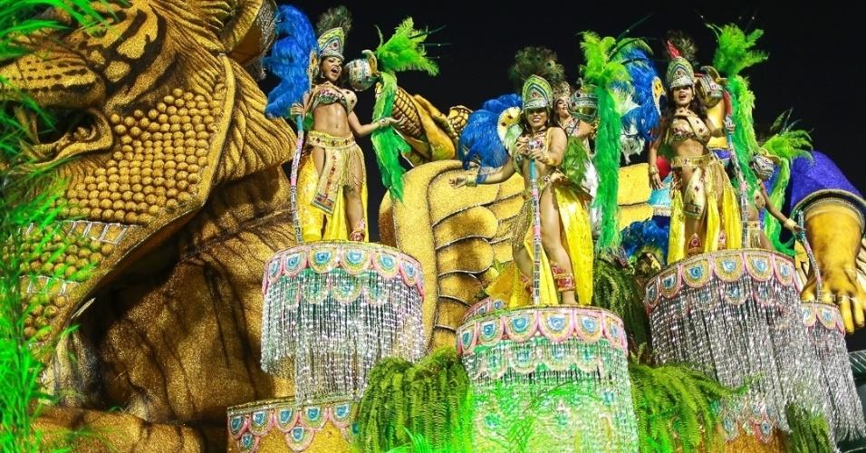 10.fev.2013 - Carro alegórico mostra os Jardins da Babilônia. Com 27 alas e mais de 3.000 integrantes, a Império de Casa Verde encerrou o Carnaval de São Paulo.