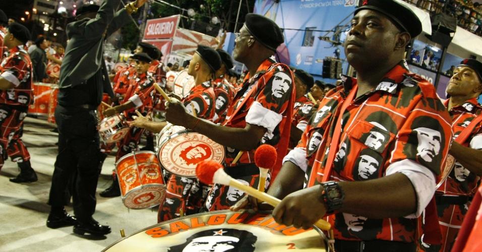 10.fev.2013 - Desfile da Salgueiro no Sambódromo do Rio de Janeiro