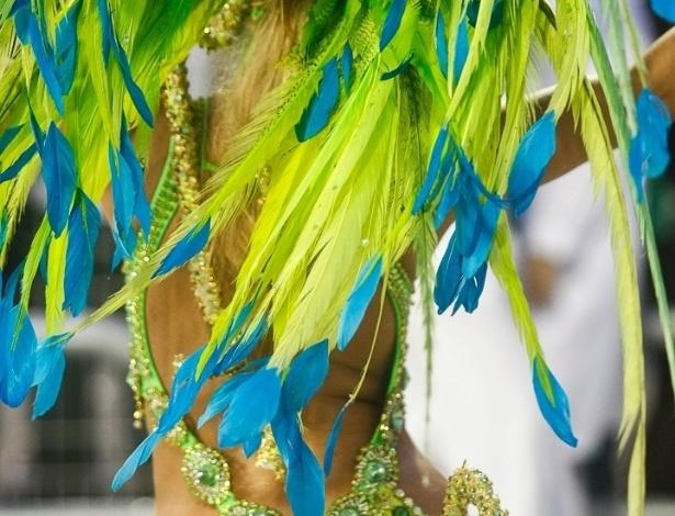 10.fev.2013 - Império de Casa Verde fechou os desfiles das escolas de Samba de São Paulo com o dia raiando.