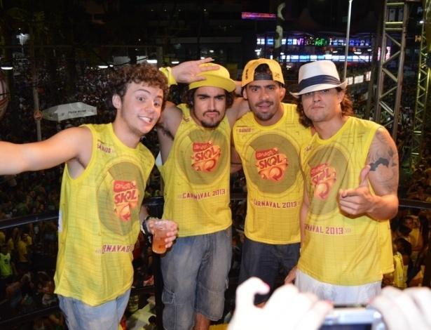 10.fev.2013 - Miguel Roncato, Caio Castro, Yuri e Guilherme Boury posam para fotos