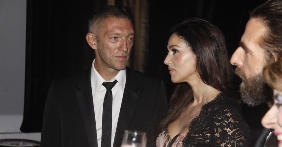 10.fev.2013 - O casal Vincent Cassel e Monica Bellucci prestigia o Baile de Gala do Copacabana Palace, no Rio, que teve ingressos a R$ 1750
