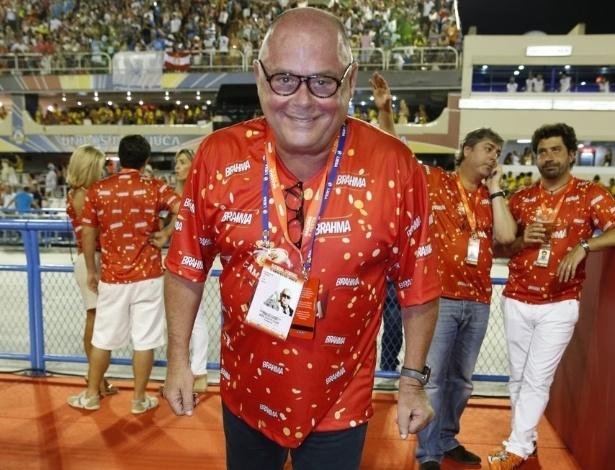 10.fev.2013 - O empresário José Victor Olive curte a festa no sambódromo no Camarote Brahma
