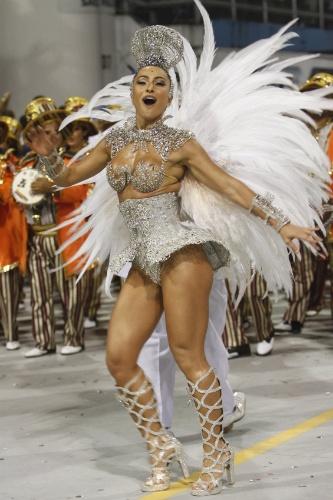 10.fev.2013 - Sabrina Sato no desfile da escola Gaviões da Fiel no Sambódromo do Anhembi, em São Paulo10.fev.2013 - Sabrina Sato no desfile da escola Gaviões da Fiel no Sambódromo do Anhembi, em São Paulo