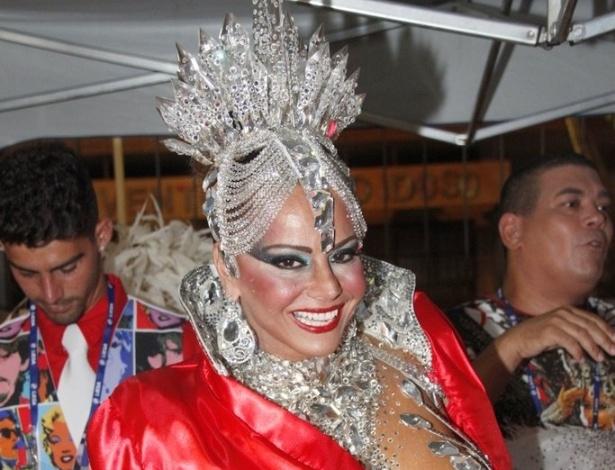 10.fev.2013 - Viviane Araújo posa antes de desfilar pelo Salgueiro