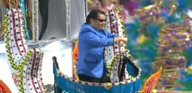10.fev. 2013 - Um dos destaques dos carros alegóricos da Unidos de Vila Maria é um sósia do cantor Psy, autor do hit