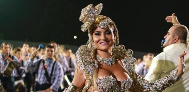 10.fev.2013 - A Acadêmicos do Tucuruvi, penúltima escola do segundo dia de desfiles da capital paulista, se apresenta com o enredo