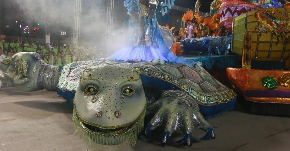 10.fev.2013 - A Unidos de Vila Maria é composta 4.500 integrantes, por 29 alas e cinco carros alegóricos. A escola foi a quinta a desfilar na segunda noite do Carnaval de São Paulo