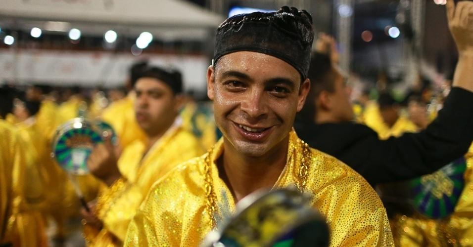 10.fev.2013 - A Unidos de Vila Maria é composta 4.500 integrantes, por 29 alas e cinco carros alegóricos. Agremiação foi a quinta a desfilar na segunda noite do Carnaval de São Paulo