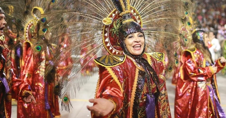 10.fev.2013 - A Unidos de Vila Maria falou sobre tradição e da cultura, lembrando ainda da gastronomia e da moda coreana.