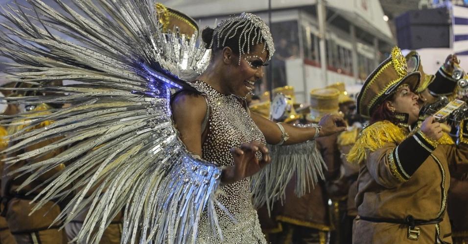 9.fev.2013 - Adriana Bombom no desfile da escola Nenê de Vila Matilde no Sambódromo do Anhembi, em São Paulo