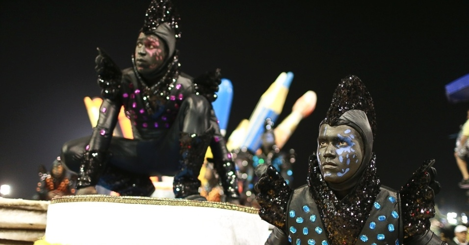 10.fev.2013 - Desfile da escola Gaviões da Fiel no Sambódromo do Anhembi, em São Paulo