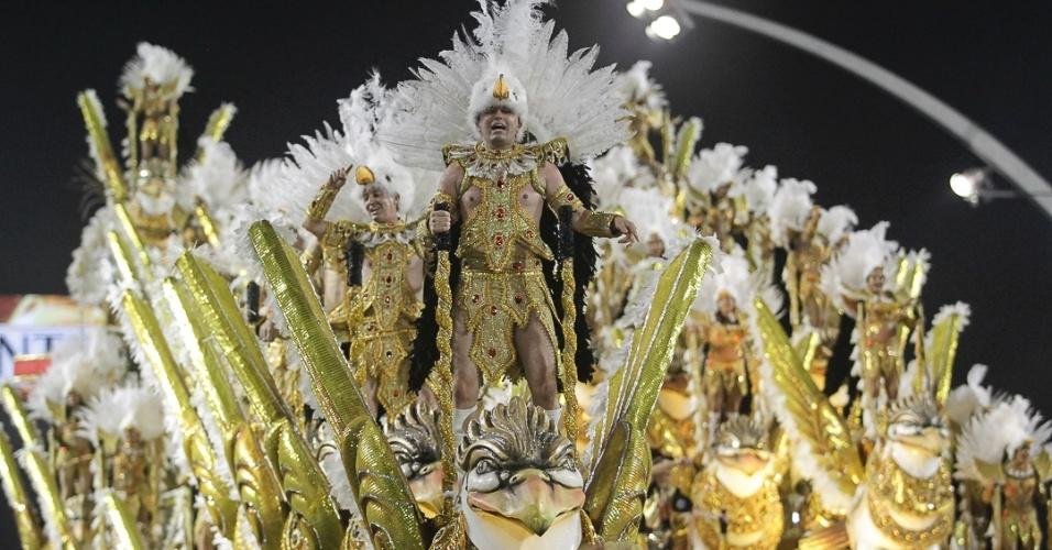10.fev.2013 - Originária da torcida organizada do Corinthians, a Gaviões contou com a presença do goleiro Cássio, um dos heróis do recente título mundial conquistado pelo clube em 2012