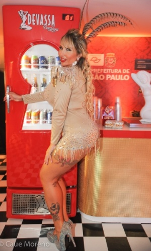 9.fev.2013 - Sabrina Boing Boing posa para foto no Camarote Monumental, patrocinado pela Devassa