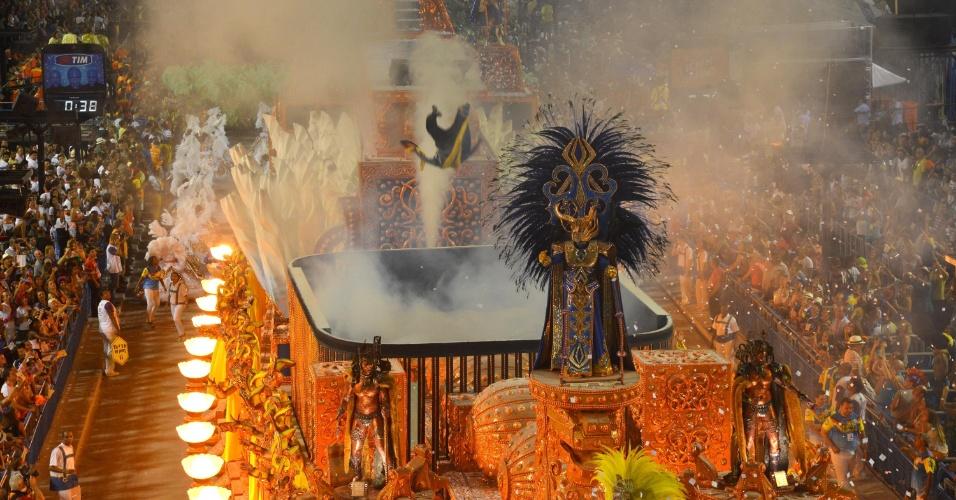 10.fev.2013 - Carro alegórico da Unidos da Tijuca foi um dos que tiveram efeitos especiais