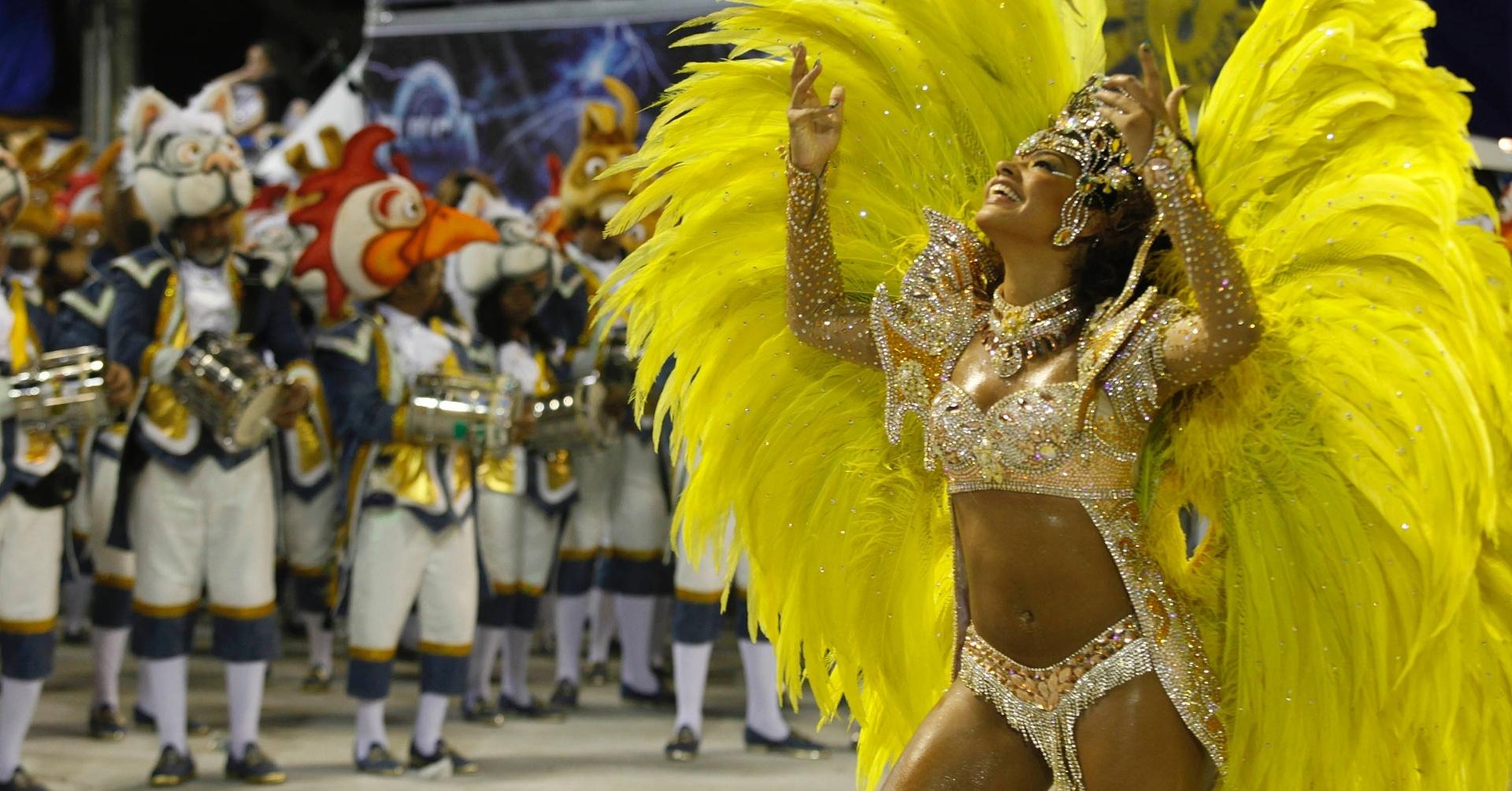 10.fev.2013 - Juliana Alves fez sua estreia como rainha de bateria da Unidos da Tijuca