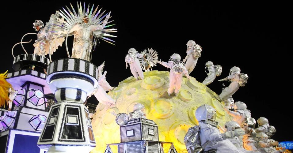 10.fev.2013 - Apresentação da Unidos da Tijuca foi repleta de referências à cultura alemã e nórdica.