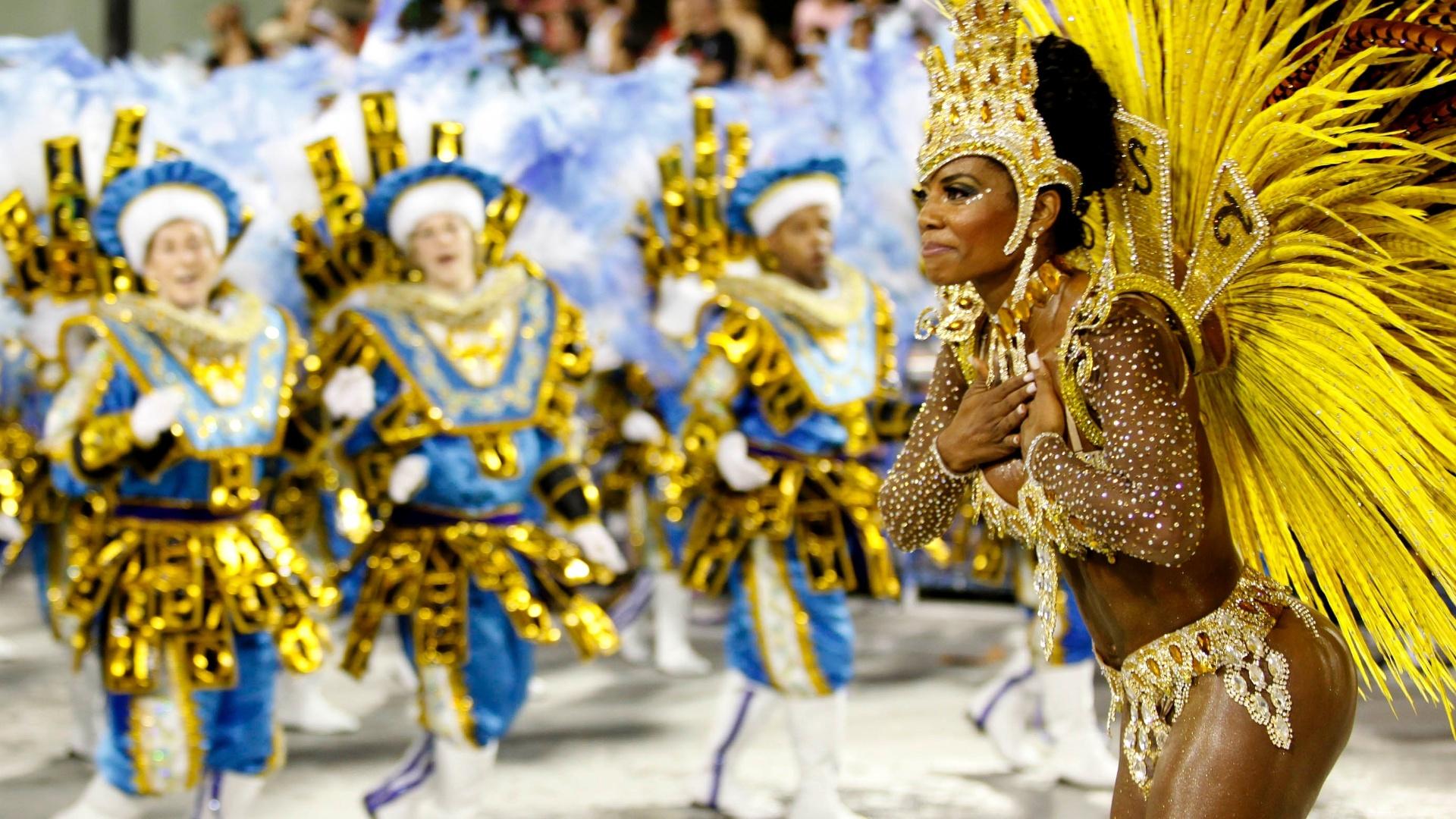 10.fev.2013 - Destaque da escola Unidos da Tijuca samba em desfile em homenagem a Alemanha no Rio de Janeiro