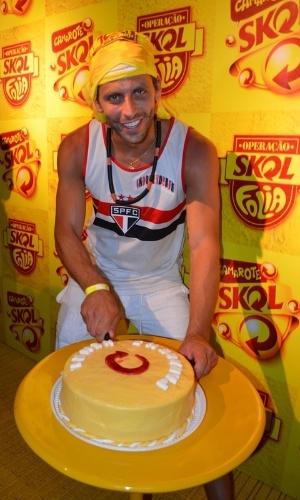 10.fev.2013 - Henri Castelli comemorou seu aniversário de 35 anos na noite deste domingo no Camarote Skol, em Salvador.