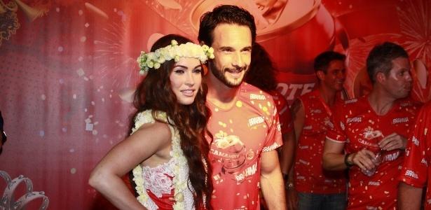 10.fev.2013 - Megan Fox posa ao lado do ator Rodrigo Santoro no Camarote Brahma; ator agora só tem tempo para Hollywood