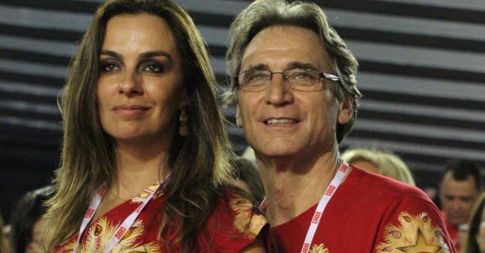 10.fev.2013 - O ator Herson Capri acompanha os desfiles ao lado de sua mulher, Susana Garcia
