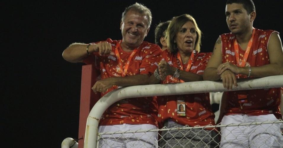 10.fev.2013 - O jogador Zico e sua mulher, Sandra, estiveram no Camarote Brahma