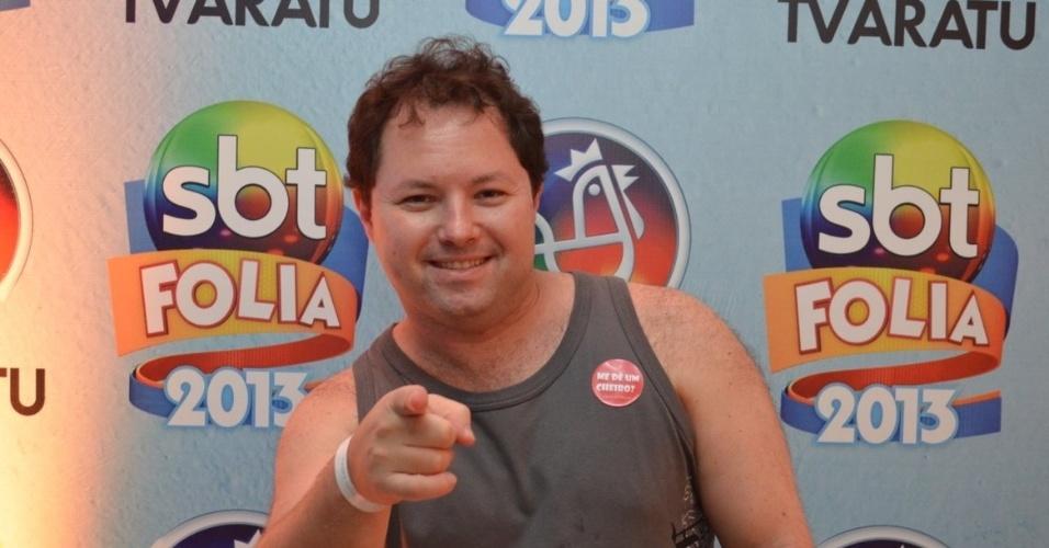 10.fev.2013 - Porpetone, humorista de A Praça é Nossa, comparece à sala Vip do SBT no camarote de Daniela Mercury