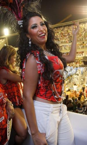 10.fev.2013 - Rainha de bateria da Portela, Patricia Nery posa para foto no camarote Devassa