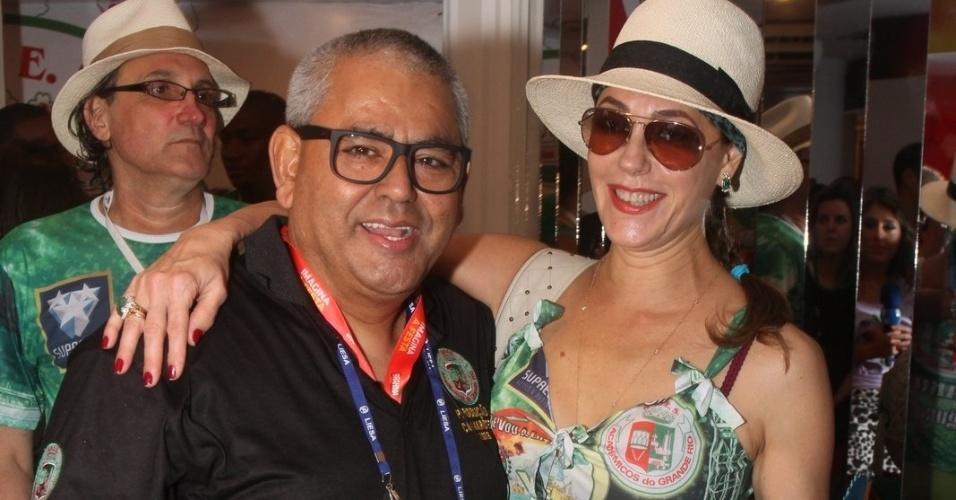 11.fev.2013 - A atriz Christiane Torloni e o Presidente de Honra da Grande Rio, Jaider Soares, prestigiam o camarote da escola na Sapucaí