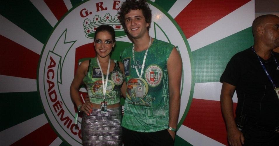 11.fev.2013 - A atriz Monique Alfradique acompanhou os desfiles no Camaore da Grande Rio ao lado de seu novo namorado, Gil Coelho