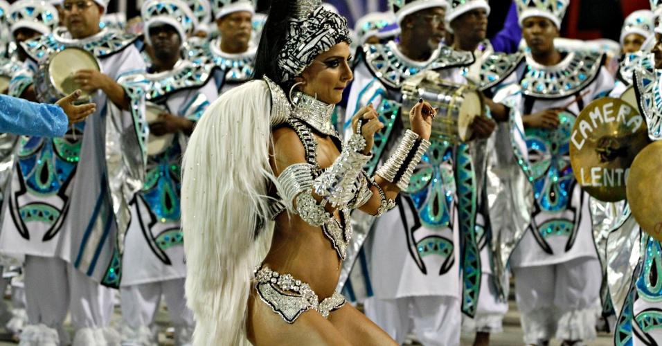 11.fev.2013 - A modelo Bruna Bruno, 29, está há nove anos como rainha de bateria da União da Ilha e em 2012 ela foi eleita a rainha de bateria mais elegante do Especial